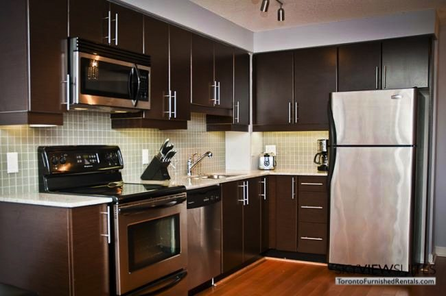 furnished suites toronto harbourfront kitchen with knife set and oven
