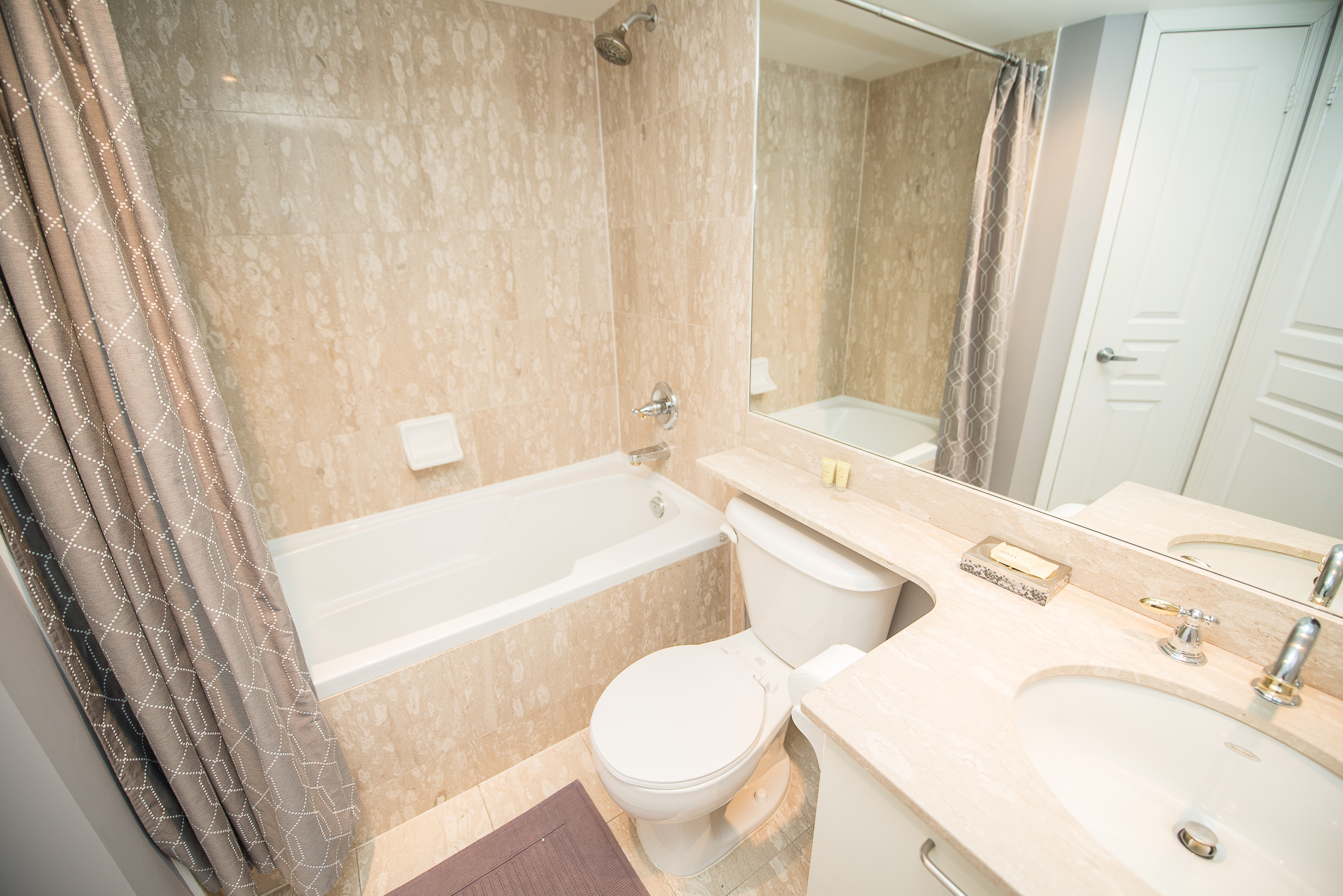 serviced apartments toronto financial district bathroom