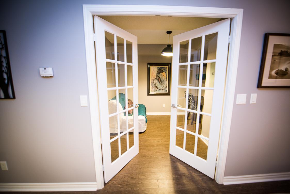 short term rentals toronto the empire den entryway
