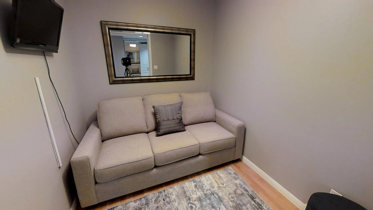 furnished suites toronto university plaza den couch