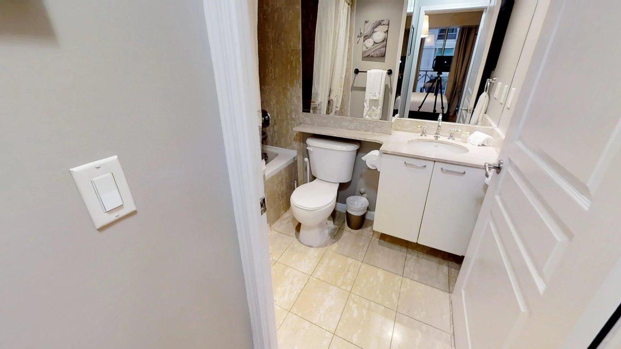 furnished suites toronto university plaza bathroom