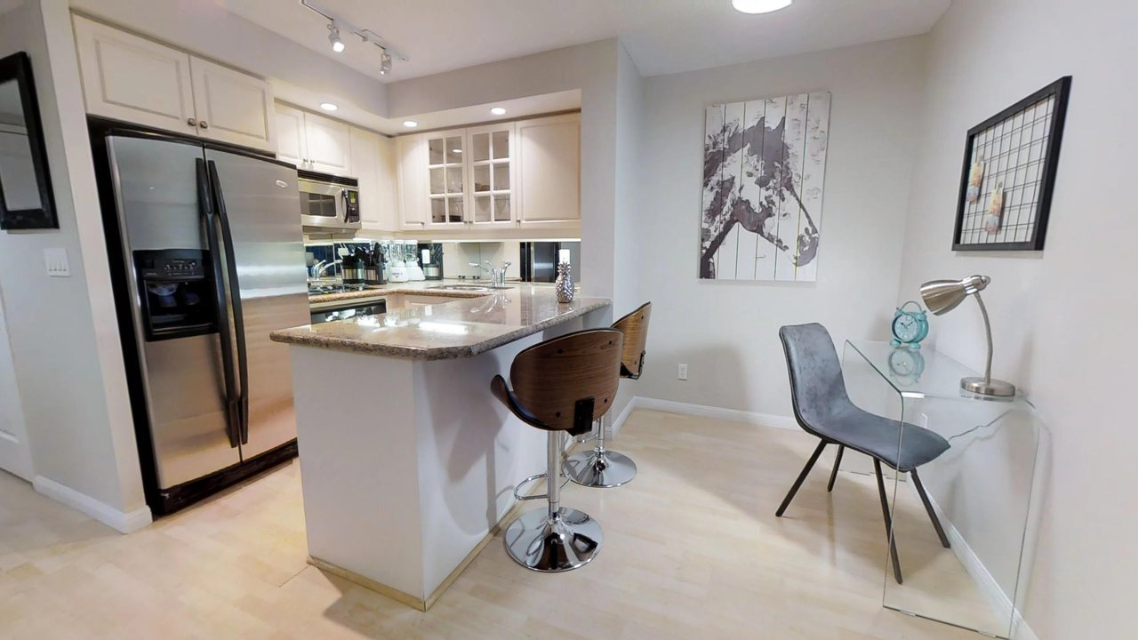 furnished apartments toronto university plaza kitchen with barstools and office desk