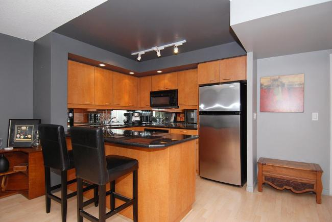 serviced apartments toronto university plaza kitchen
