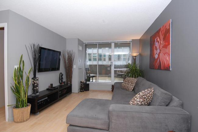 serviced apartments toronto university plaza living room