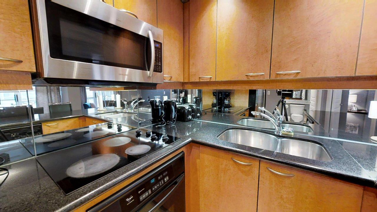corporate housing toronto university plaza kitchen stove and microwave