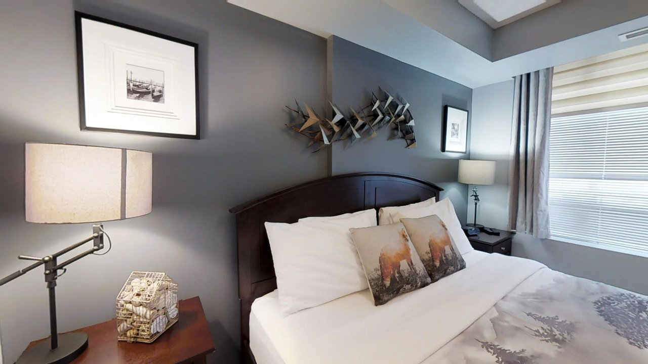 corporate housing toronto university plaza bedroom