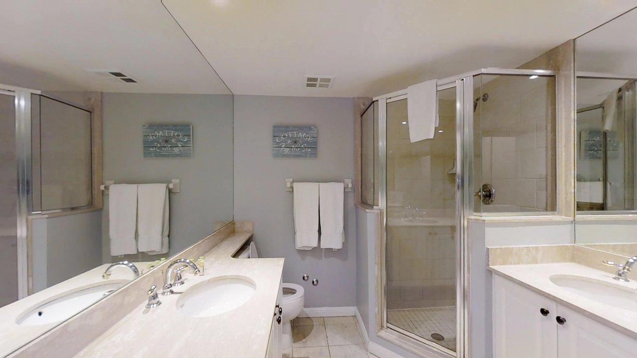 corporate housing toronto university plaza bathroom with shower