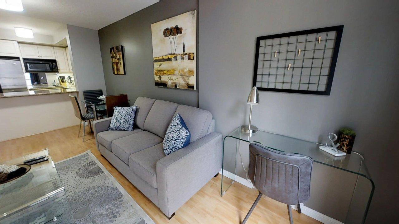 executive rentals toronto university plaza den with desk living room