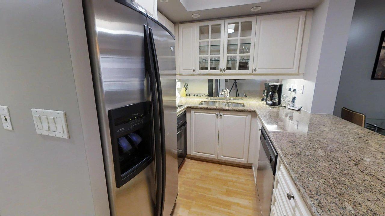 executive rentals toronto university plaza furnished kitchen