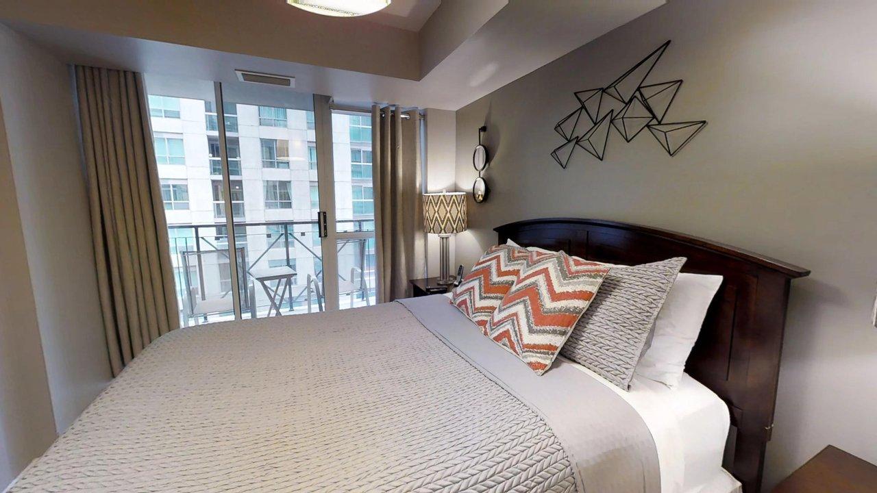 executive rentals toronto university plaza master bedroom with balcony