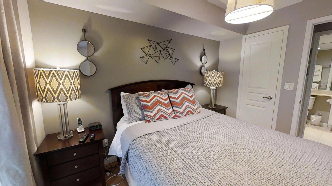 executive rentals toronto university plaza master bedroom