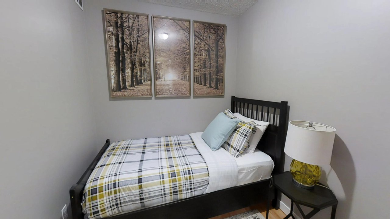 executive rentals toronto second bedroom university plaza with single bed