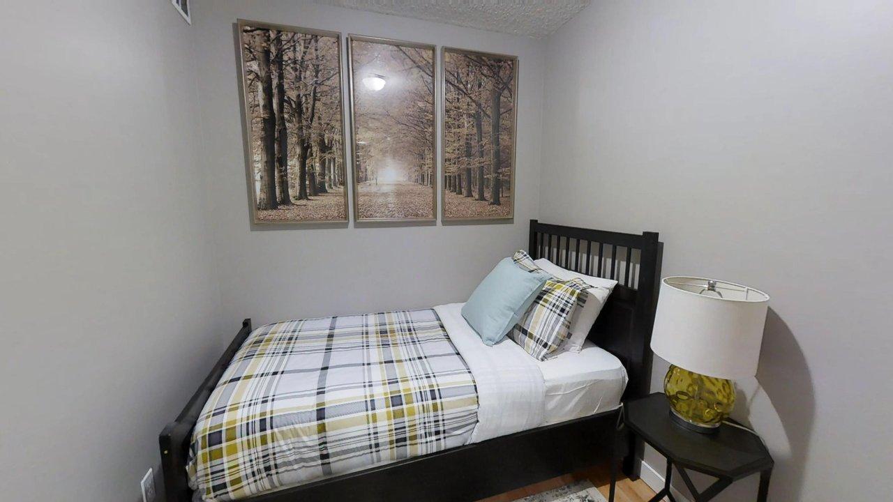 executive rentals toronto second bedroom university plaza with single bed