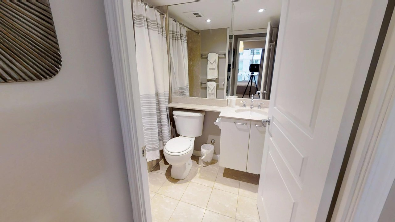 executive rentals toronto university plaza bathroom