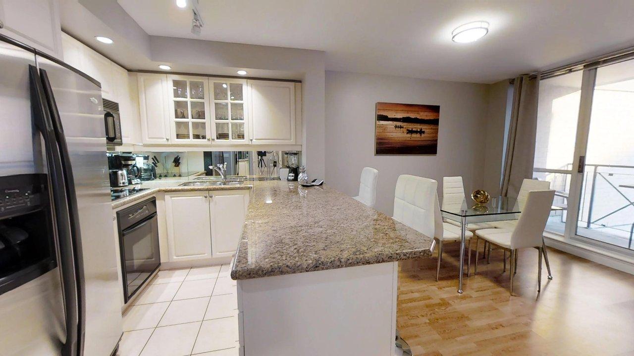 short term rentals toronto university plaza kitchen
