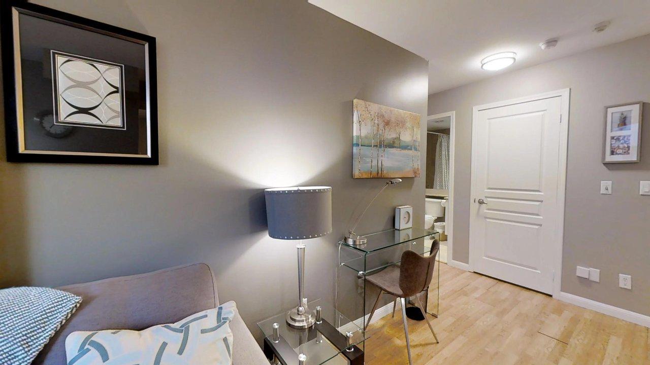 short term rentals toronto university plaza living room