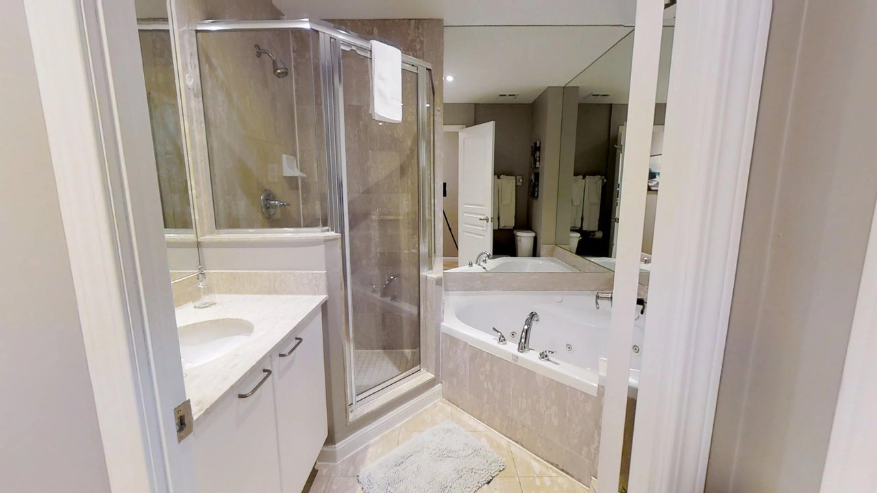 short term rentals toronto university plaza bathroom