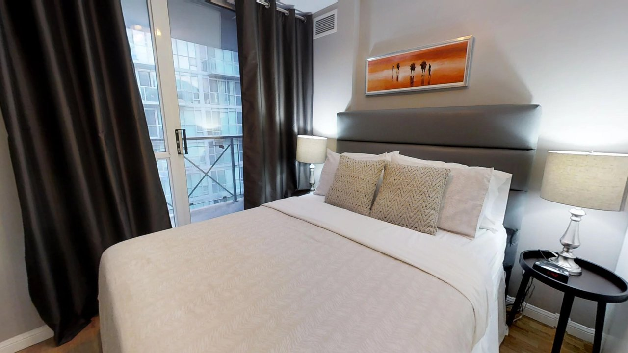 short term rentals toronto university plaza bedroom