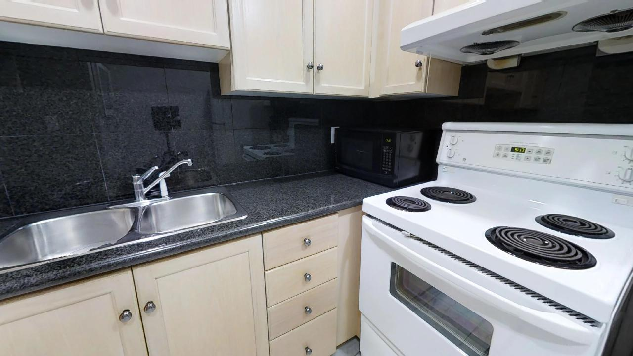 furnished kitchen apartment in toronto near queen and university