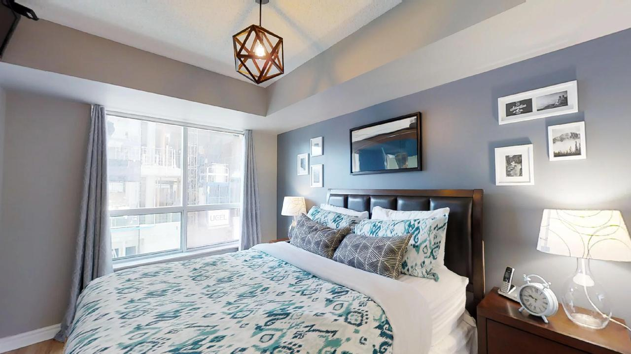 Master bedroom near queen and university furnished apartment