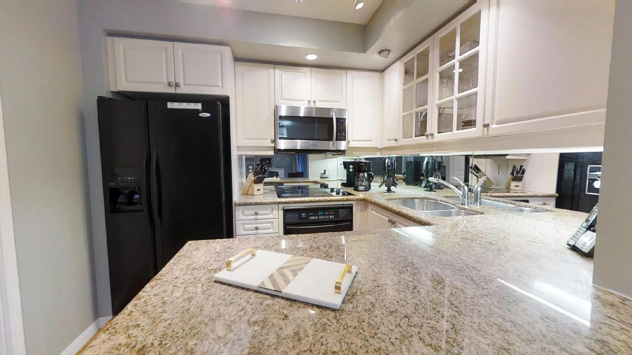 furnished apartment kitchen in toronto 140 simcoe