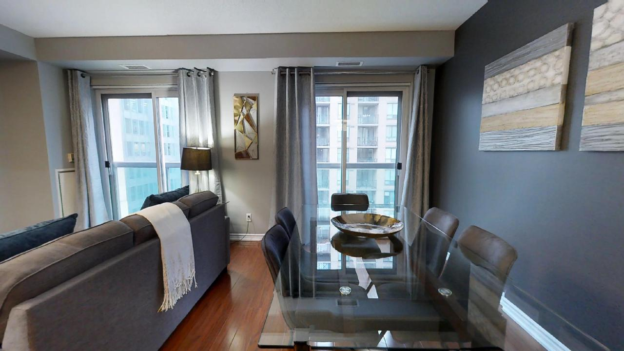 toronto furnished unit near queen and university