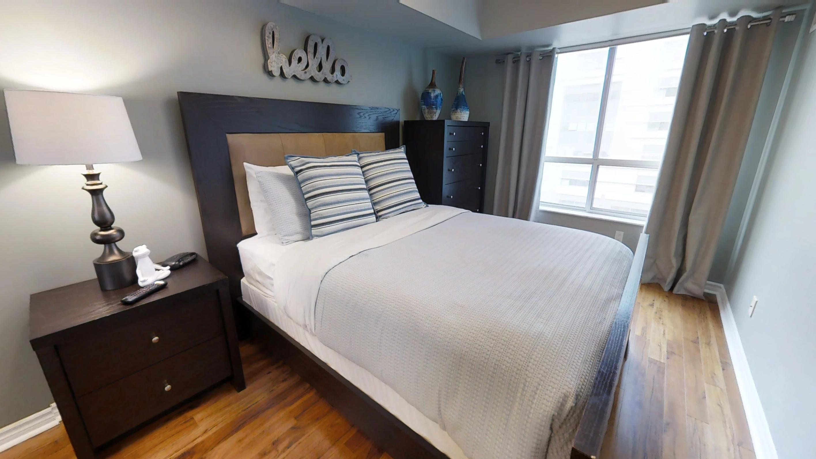 fully furnished Bedroom with queen sized bedroom, near Queen and John streets, in downtown toronto